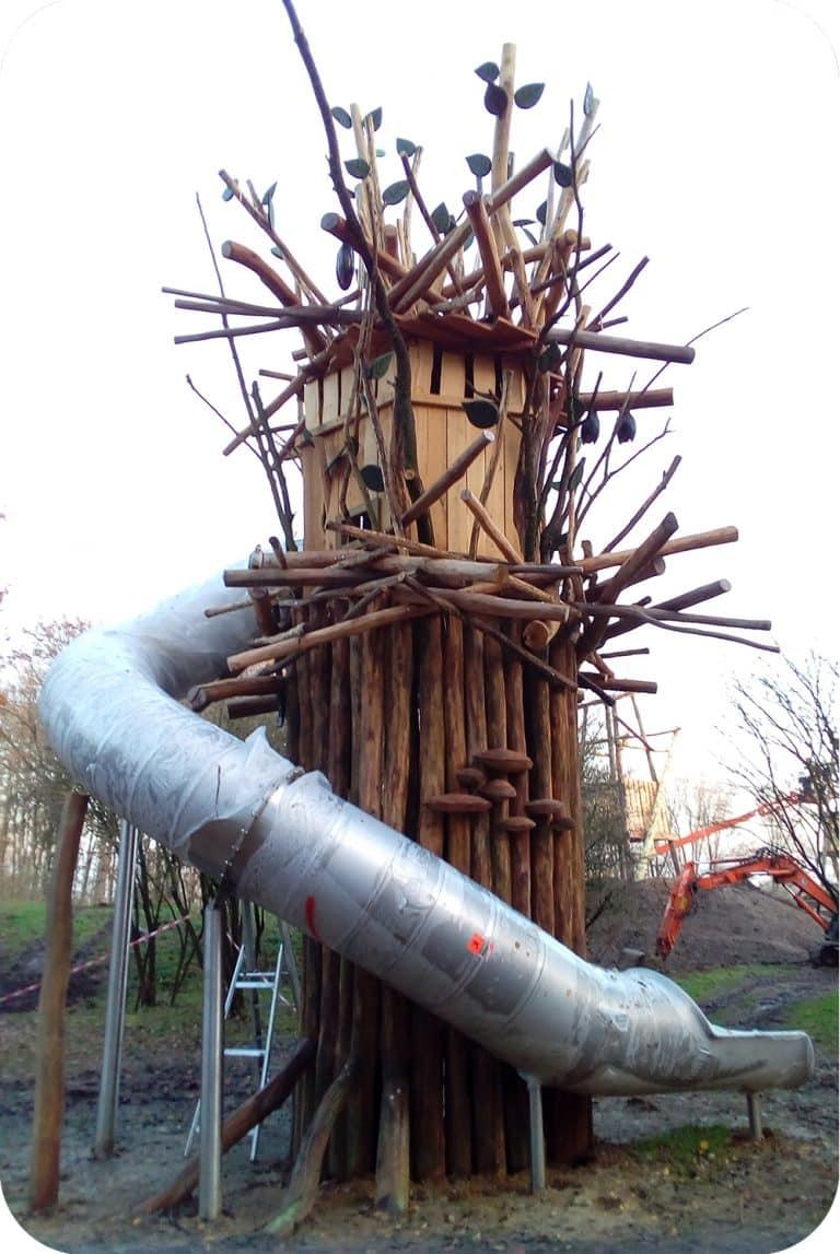 Speeltoren met schuifaf in de gavers harelbeke